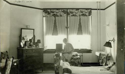 student in dorm 1920